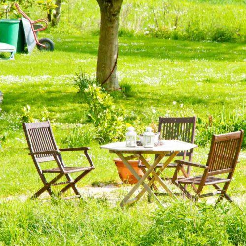 Materialien und Pflegehinweise für Gartenmöbel